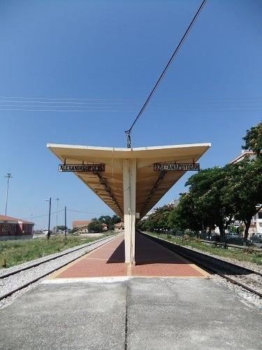 アレクサンドルゥポリ駅 (2)