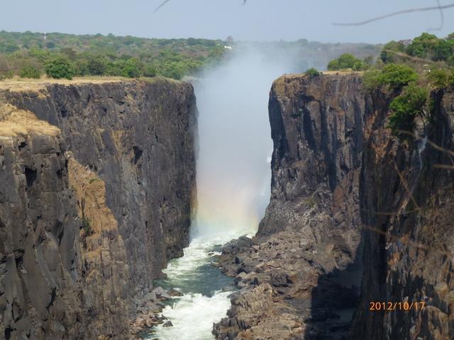 (6)ザンビア側よりビクトリアの滝を望む