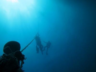05-07 キレイな青い海でーす