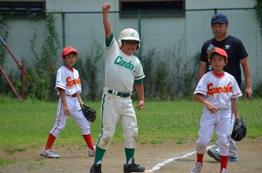 日ハム予選決勝⑤塁上では大喜びの笑顔&何度もガッツポ-ズ!