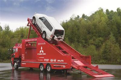 45度の「急坂」を上る三菱自動車