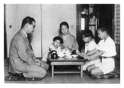 賀川一家の写真