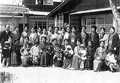 85-3母たちの写真