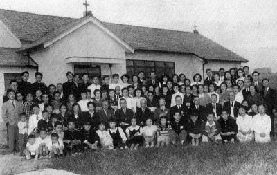92-9文章につづいて教会員の写真