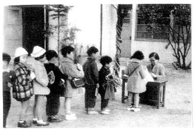 93-6園長と子供写真