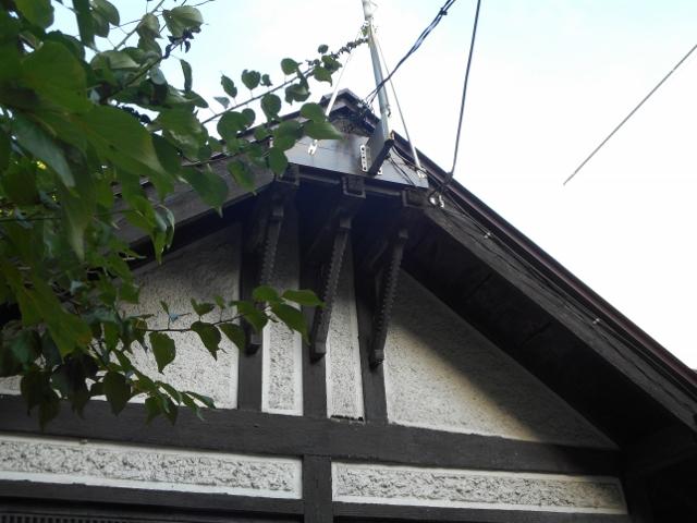 三本ブラケットの家