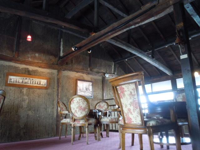 カフェ・ドローム 2階