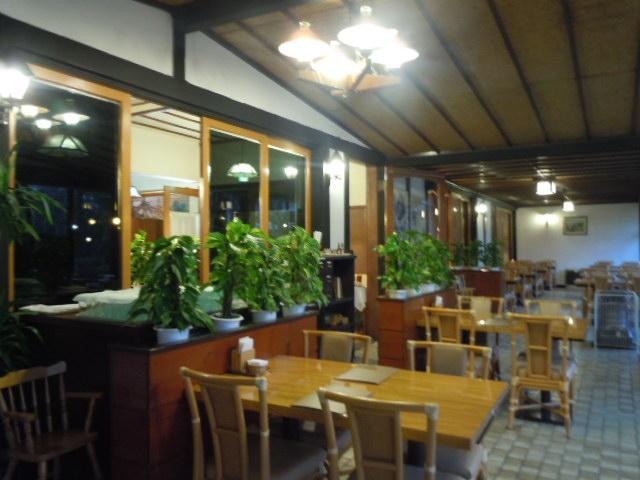 軽井沢万平ホテル カフェテラス 店内2