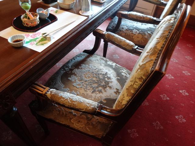 翠州亭 さつきの間 椅子