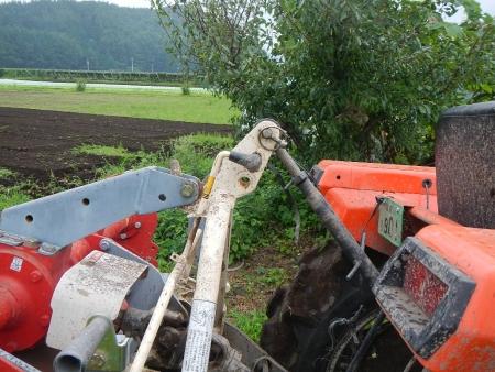 トラクターの耕起作業 (5)