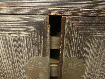 桐たんす再生前、扉の破損