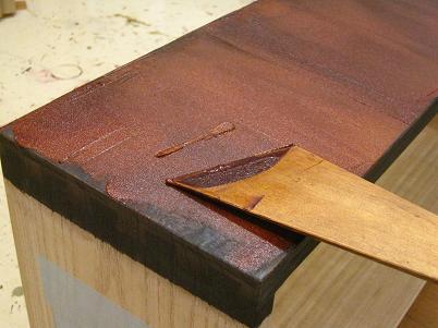 漆塗り箪笥製作、引き出しに糊漆を付ける