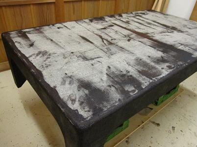 座卓漆塗り、脚回りも麻布を被せ、糊漆をしごき付ける