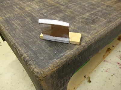 座卓漆塗り、ペーパーで研いで布目を揃える