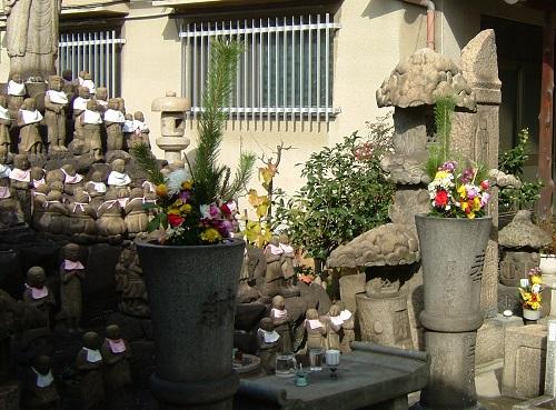 十輪院慰霊石仏