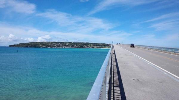橋 左の海