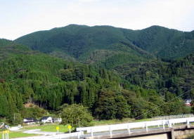 R18号  則本バス停からの剣森山??