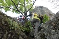 危険な岩登り… 2年前の訓練が思い出される、