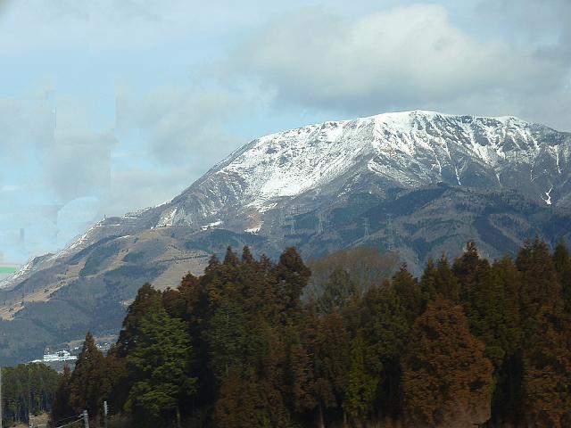 名神高速 車窓から伊吹山を眺める