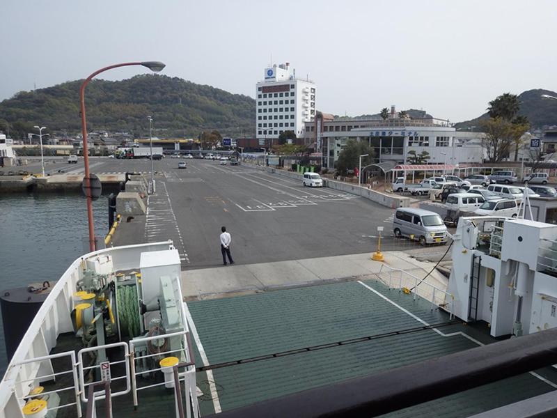15時27分 小豆島土庄港を後にする。