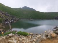 お池をぐるりと半周して中岳へ 歩く