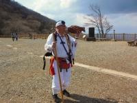 男体山方面から「ほら貝」が聞こえて・・・御幸ヶ原 ケーブル山頂広場で山伏に出会う。