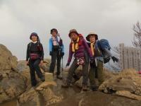 女帯山(877m)山頂 眼下に つくば市街 関東平野も見える。