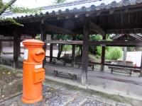吉備津神社 回廊側に懐かしいポストが設置されています。。