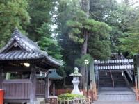 吉備津神社 正門の石段と手洗い