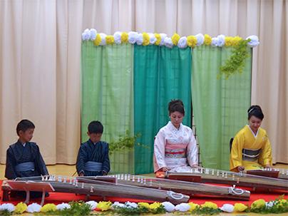 小学生がお琴で演奏するもののけ姫