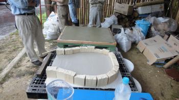 石窯の土台と焼き床