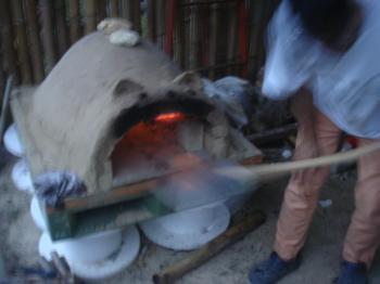 小型石窯で初焼き