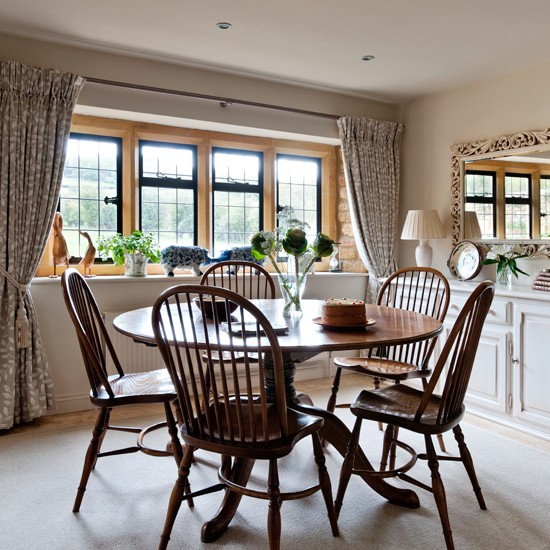 Beige-and-Walnut-Dining-Room-Country-Homes-and-Interiors-Housetohome.jpg