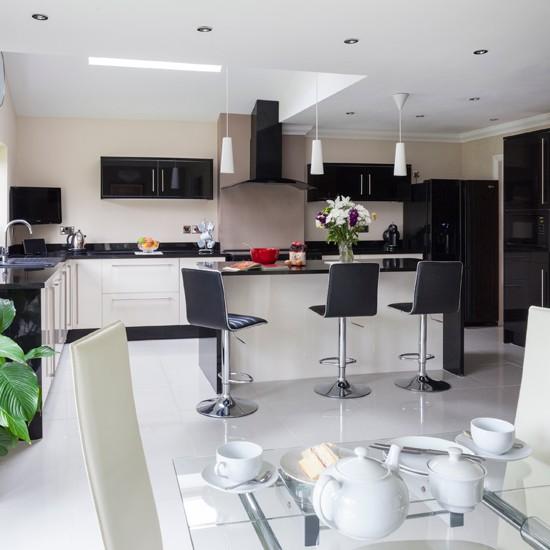 Black-and-White-Modern-Kitchen-25-Beautiful-Homes-Housetohome.jpg