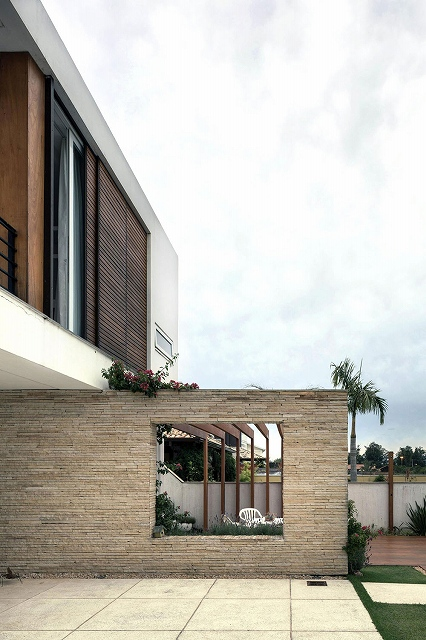 Casa-Ceolin-by-AT-Arquitetura-1_20140907074940b25.jpg