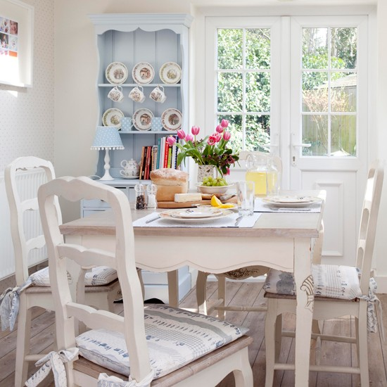 Cream-and-Pale-Blue-Country-Kitchen-25-Beautiful-Homes-Housetohome.jpg