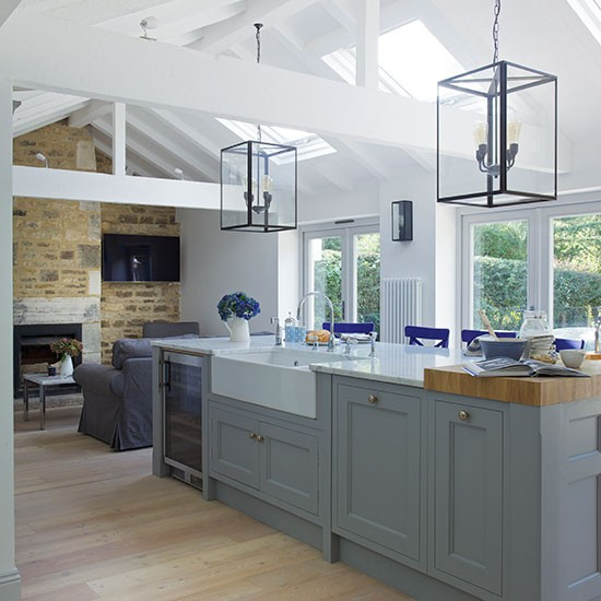 Grey-open-plan-Shaker-style-kitchen.jpg