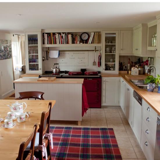 Off-White--Red-Shaker-style-Kitchen-25-Beautiful-Homes-Housetohome.jpg