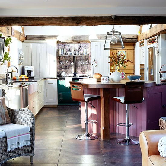 Plum-and-White-Country-Kitchen-Country-Homes-and-Interiors-Housetohome.jpg