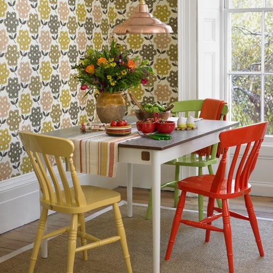 Retro-Print-Dining-Room-Country-Homes-and-Interiors-Housetohome.jpg
