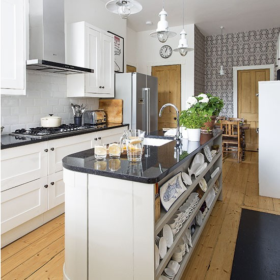 Traditional-wallpapered-kitchen.jpg