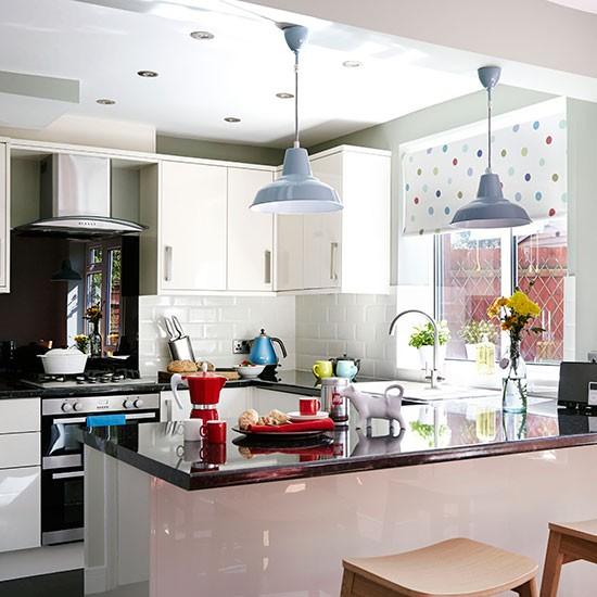 White-Gloss-and-Black-Kitchen-Style-At-Home-Housetohome.jpg