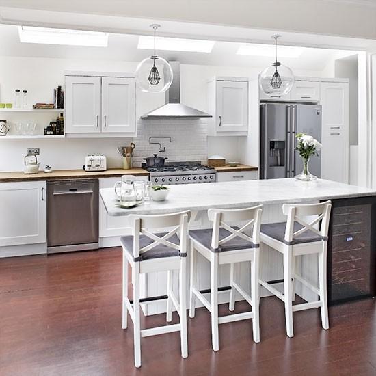 White-modern-tiled-kitchen.jpg