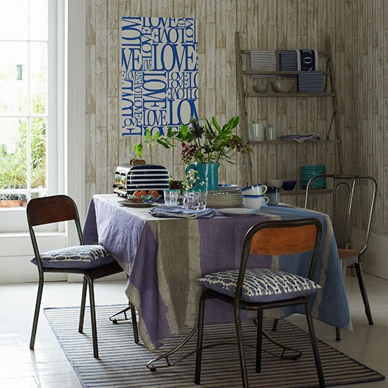 Wood-Effect-Wallpapered-Dining-Room-Country-Homes-and-Interiors-Housetohome.jpg