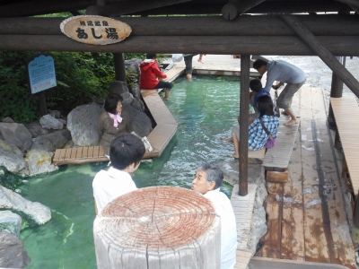 にぎわう川湯温泉