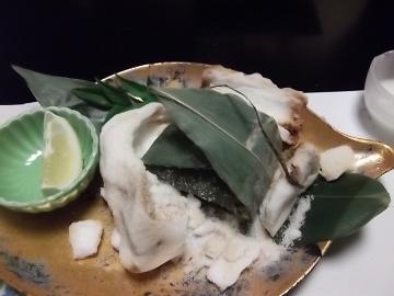 桜鯛の塩釜笹包焼