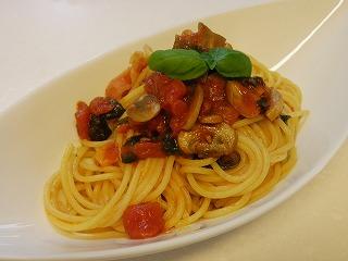 マッシュルームとほうれん草のトマトパスタ
