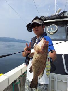 スロジギで初魚はオオモンハタ!!