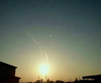 img20140328_ねじれる飛行機雲.jpg