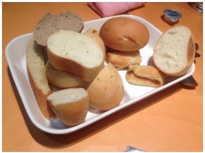 260629オーロパスタ2(パン)